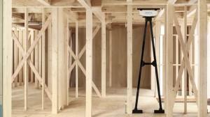 住宅の骨組みと制振装置